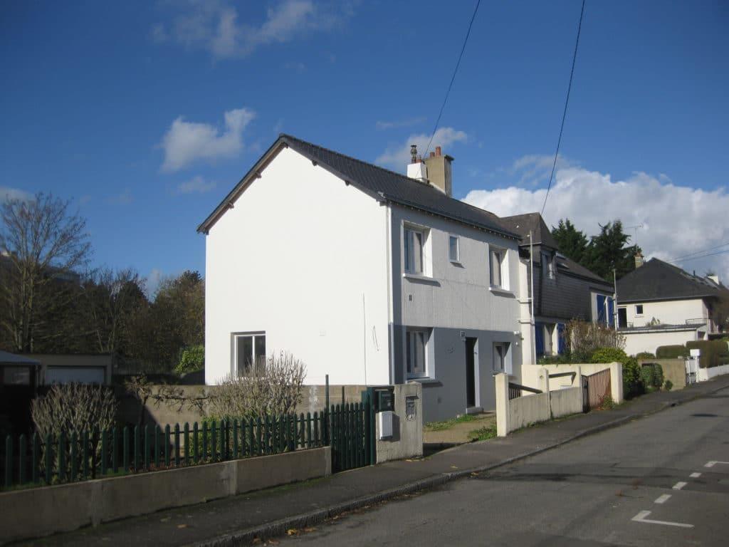L'espace disponible sur le pignon de la maison est adéquat pour accueillir une extension de la maison