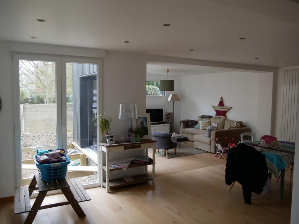 Le nouvel espace à vivre, en plus d'apporter des m² supplémentaires apporte de la luminosité à la pièce grâce aux grandes ouvertures.